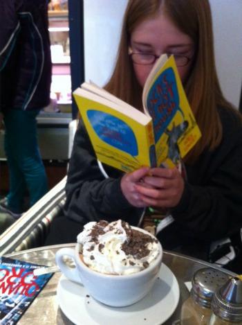 cafe-reading